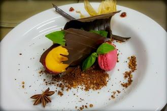 шоколадов десерт с френски макарони